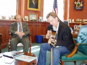 Ellis Paul performs for Maine039s Governor Baldacci